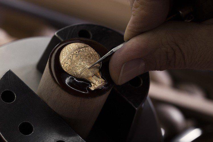 手工金雕過程。 圖╱江詩丹頓提供