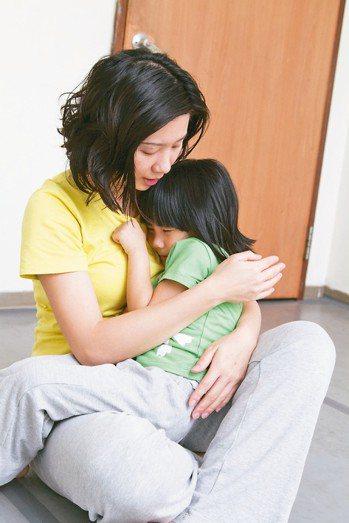 雲門舞集舞蹈教室認為,每個人都可以從練習擁抱開始。 圖/雲門舞集舞蹈教室提供