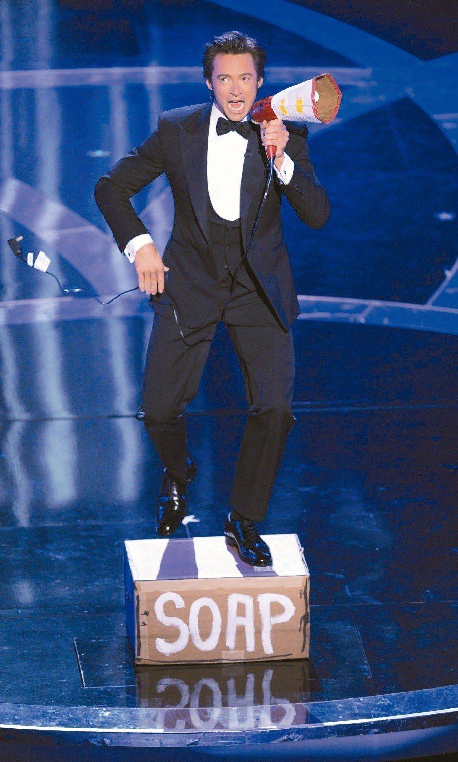 休傑克曼載歌載舞主持奧斯卡頒獎典禮,收視人數雖成長,卻沒有特別驚人。圖/美聯社