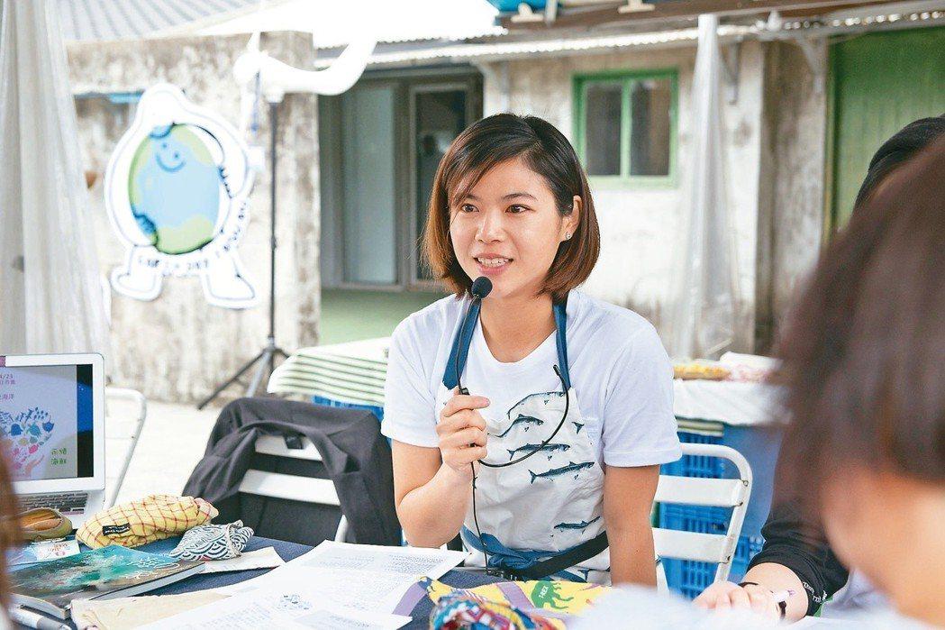熱愛海龜的馮加伶,以「海龜姊姊」的身分,引導更多人一起愛護海洋。圖/台灣環境資訊...