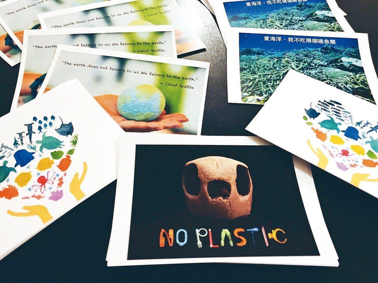 2016年,馮加伶帶著自己印製的明信片踏上「換換愛海洋」之旅。圖/馮加伶提供