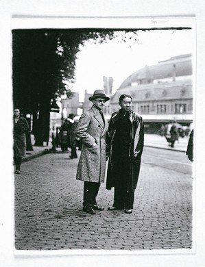 1930年代常玉(右)與友人約翰法蘭寇。 圖/陳立凱攝影、財團法人立青文教基金會...