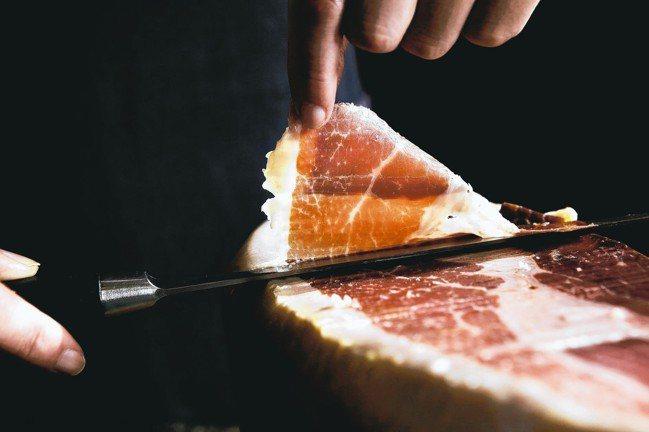 RÒU by T-HAM引進36個月西班牙伊比利生火腿後腿肉,零售價100公克1...