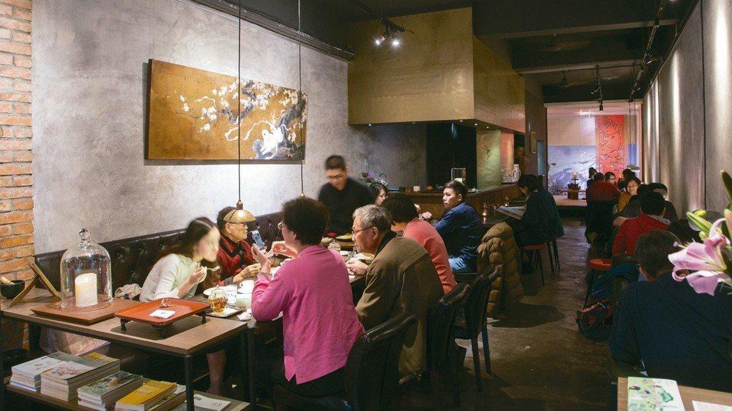 這家茶館企圖以親民方式讓客人接近茶。 圖/陳立凱攝影