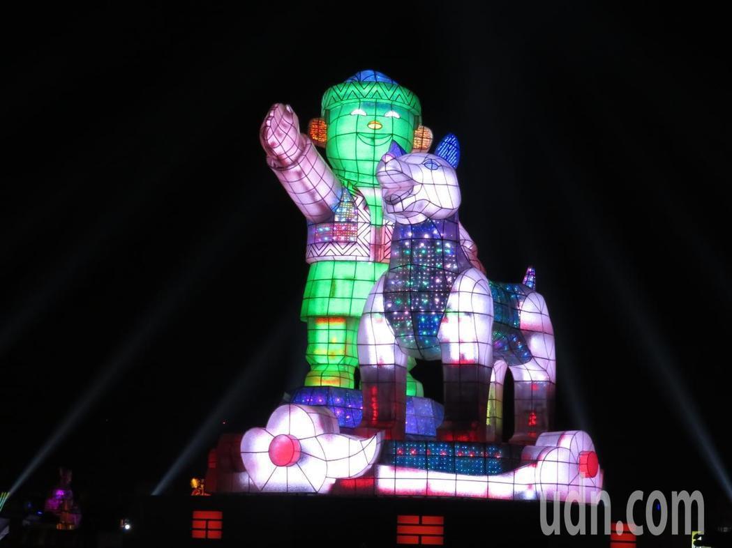 生肖狗年,交通部觀光局規劃的台灣燈會主燈造型「忠義天成」,今晚元宵夜點燈。記者魯...