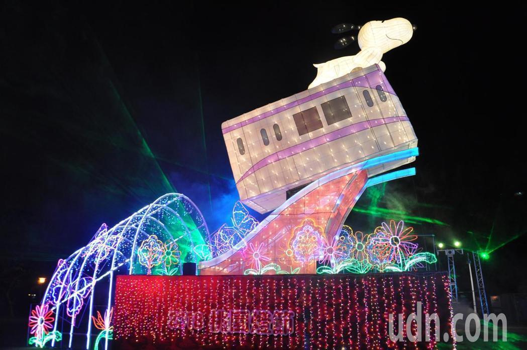 桃園燈節結合值年生肖「狗」,經過市府積極爭取,今年取得官方授權,主燈以卡通明星「...