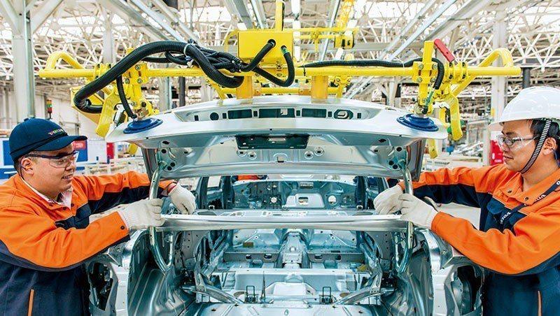 豪華車品牌Volvo中國成都廠因設備和品質提升,生產的休旅車不只內銷中國,還出口...