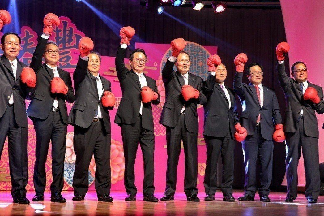 裕隆集團評估台灣車市約持平44萬台規模,並許下兩岸銷售成長10%、挑戰30.5萬台的期望。 記者陳威任/攝影