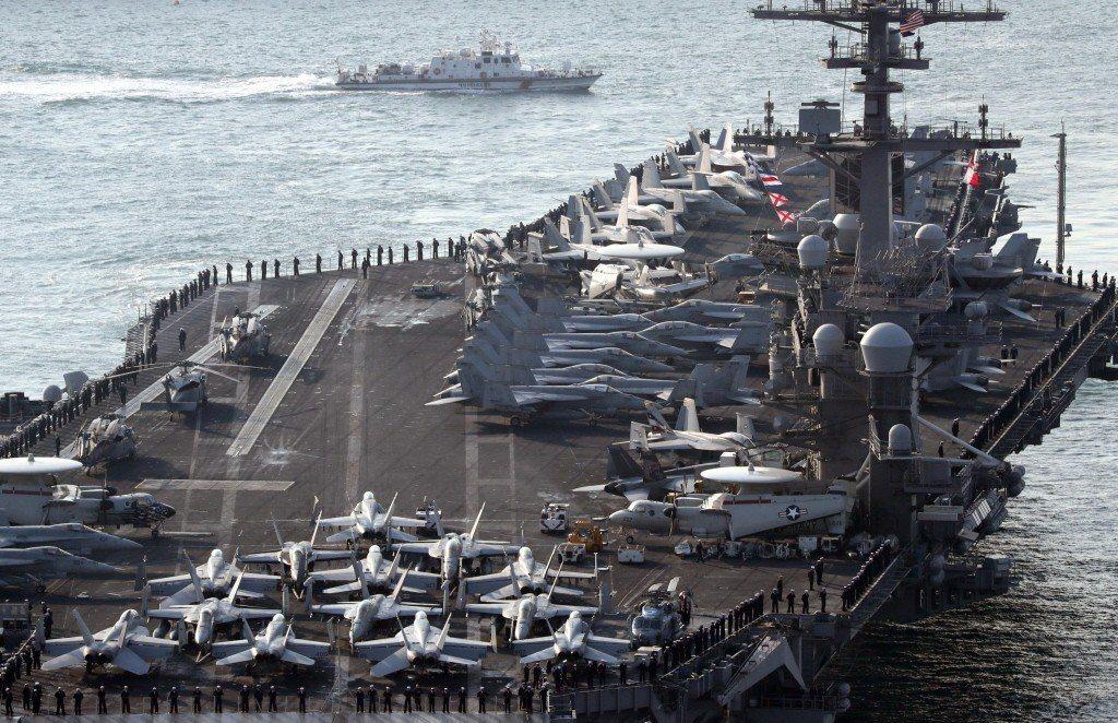 美國在亞太地區部署三十六萬五千名常備部隊,到目前為止,世界最強大的軍隊。圖為卡爾文森航空母艦。 圖/路透社