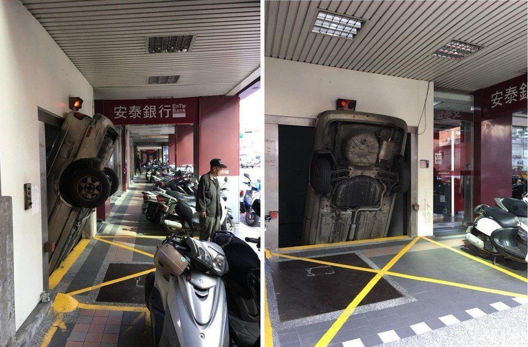 一台客車竟然「倒栽蔥式」向下插入車庫,畫面相當驚險。圖/擷自臉書社團「爆料公社」