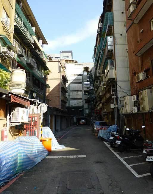 都市更新刻不容緩─老舊建物常見死巷道,人員、車輛出入不便之窘境