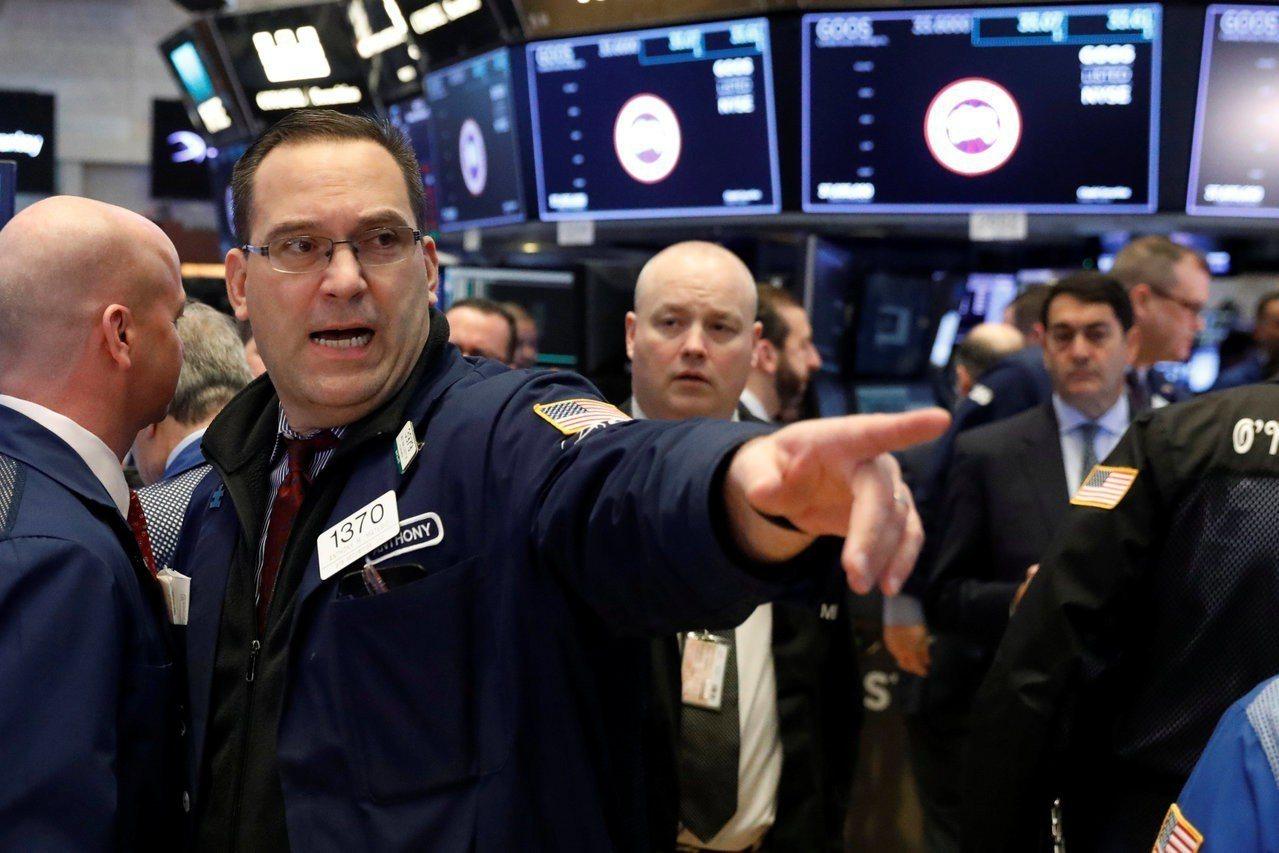 美國總統川普布決定對進口鋼鐵和鋁徵收關稅,美股應聲重挫。 路透
