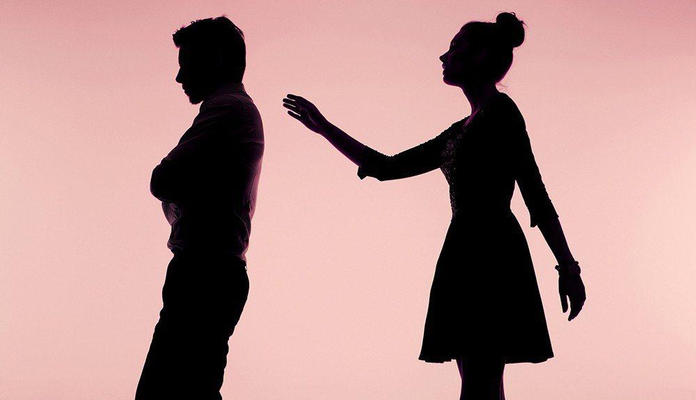 一名已婚網友愛上別的女性,想離婚但另一半不同意,他向律師呂秋遠請教意見。圖為示意...