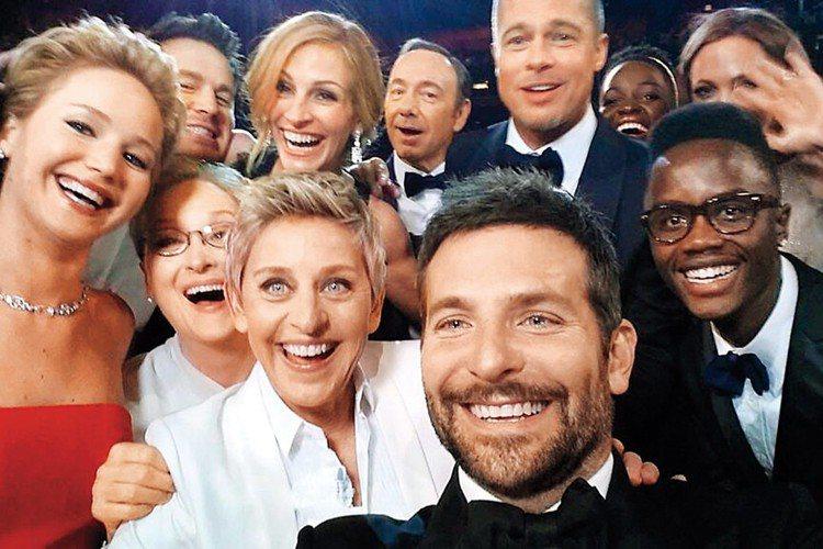 一年一度電影界的盛會—奧斯卡金像獎頒獎典禮將在周一(5日)上午舉行,曾經是全球影迷矚目的大事、在美國動輒4千多萬人收看,但近年來的收視成績持續下滑,製作單位也為了止跌回升傷透腦筋。以往各方認為奧斯卡...