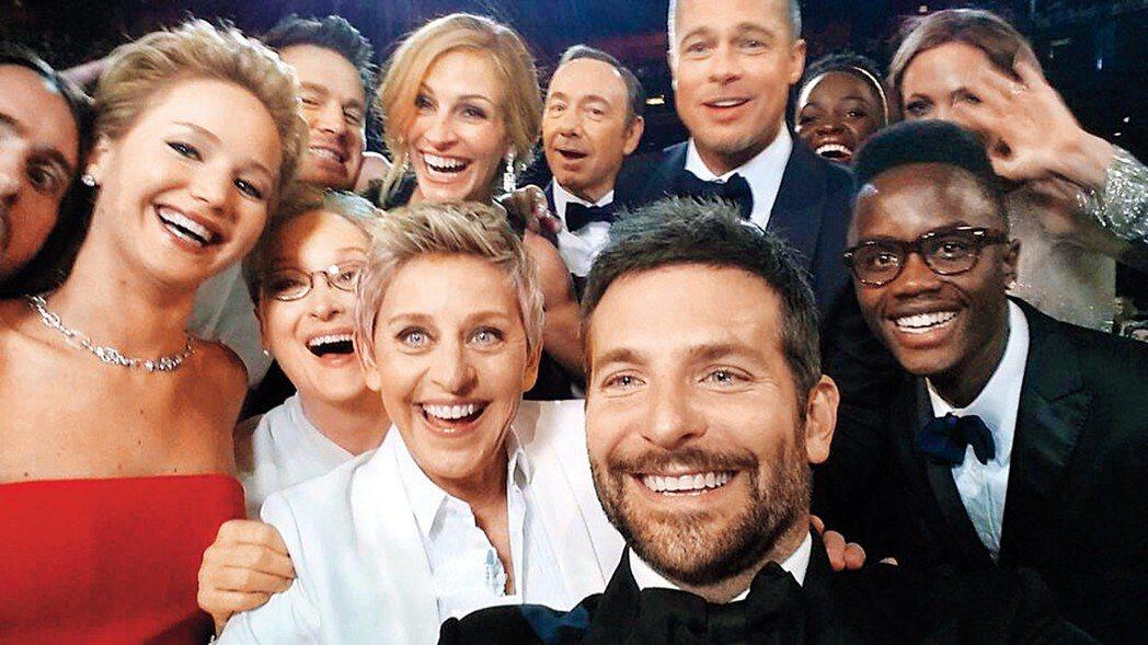 艾倫狄珍妮絲在奧斯卡頒獎典禮上的群星自拍照引起話題,該屆收視也是10年來最佳。圖