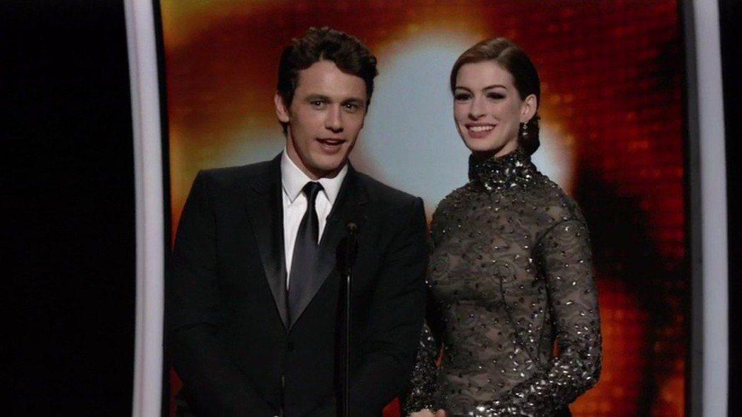詹姆斯法蘭柯與安海瑟薇主持奧斯卡頒獎典禮表現欠佳,收視成績也不理想。圖/達志影像
