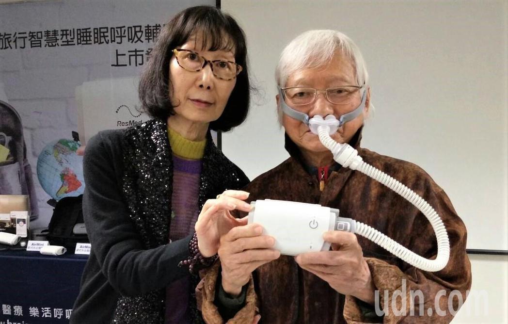 台灣現代攝影第一人柯錫杰大師幾年前開始接受睡眠呼吸輔助器治療,曾在旅外時因商務艙...