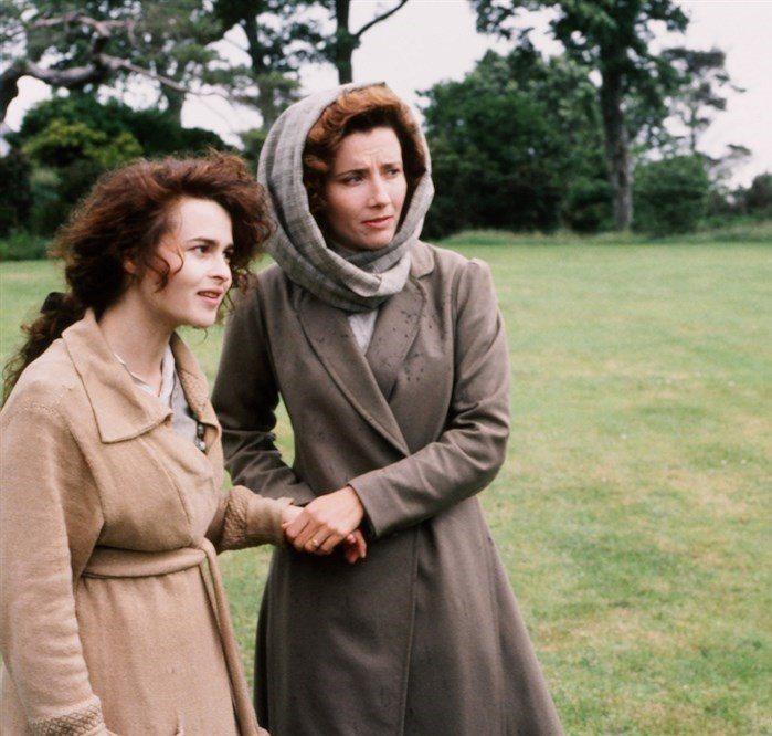 海倫娜寶漢卡特與艾瑪湯普遜曾經扮演姊妹,日後卻成為艾瑪婚姻中的第三者。圖/摘自i