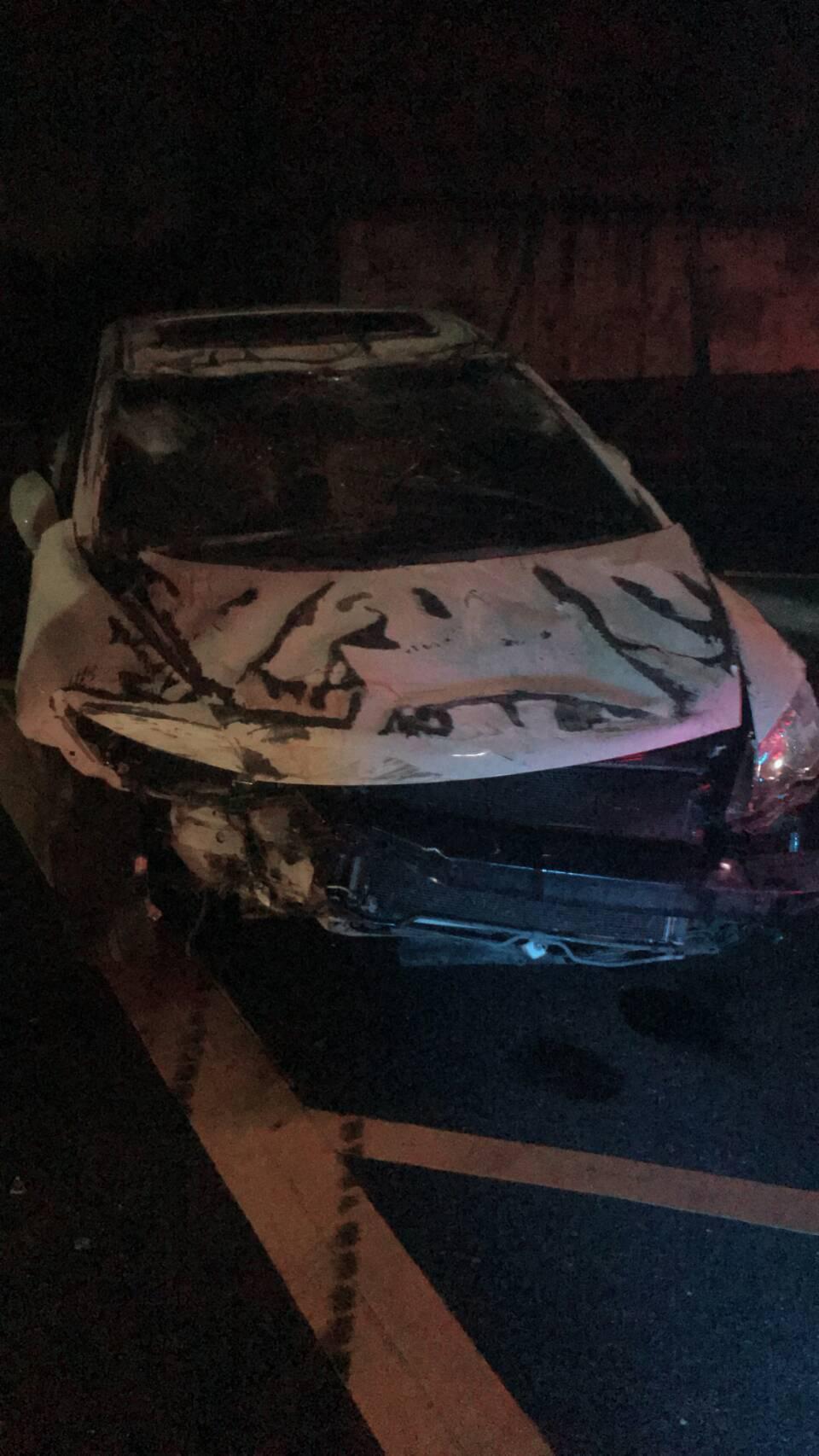 轎車嚴重受損。圖/國道公路警察提供