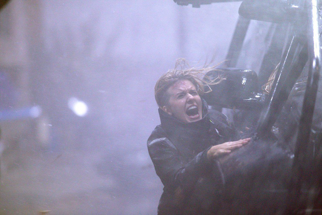 瑪姬葛瑞斯曾在「即刻救援」系列飾演連恩尼遜的女兒,這回自己挑戰多場動作打戲。圖/