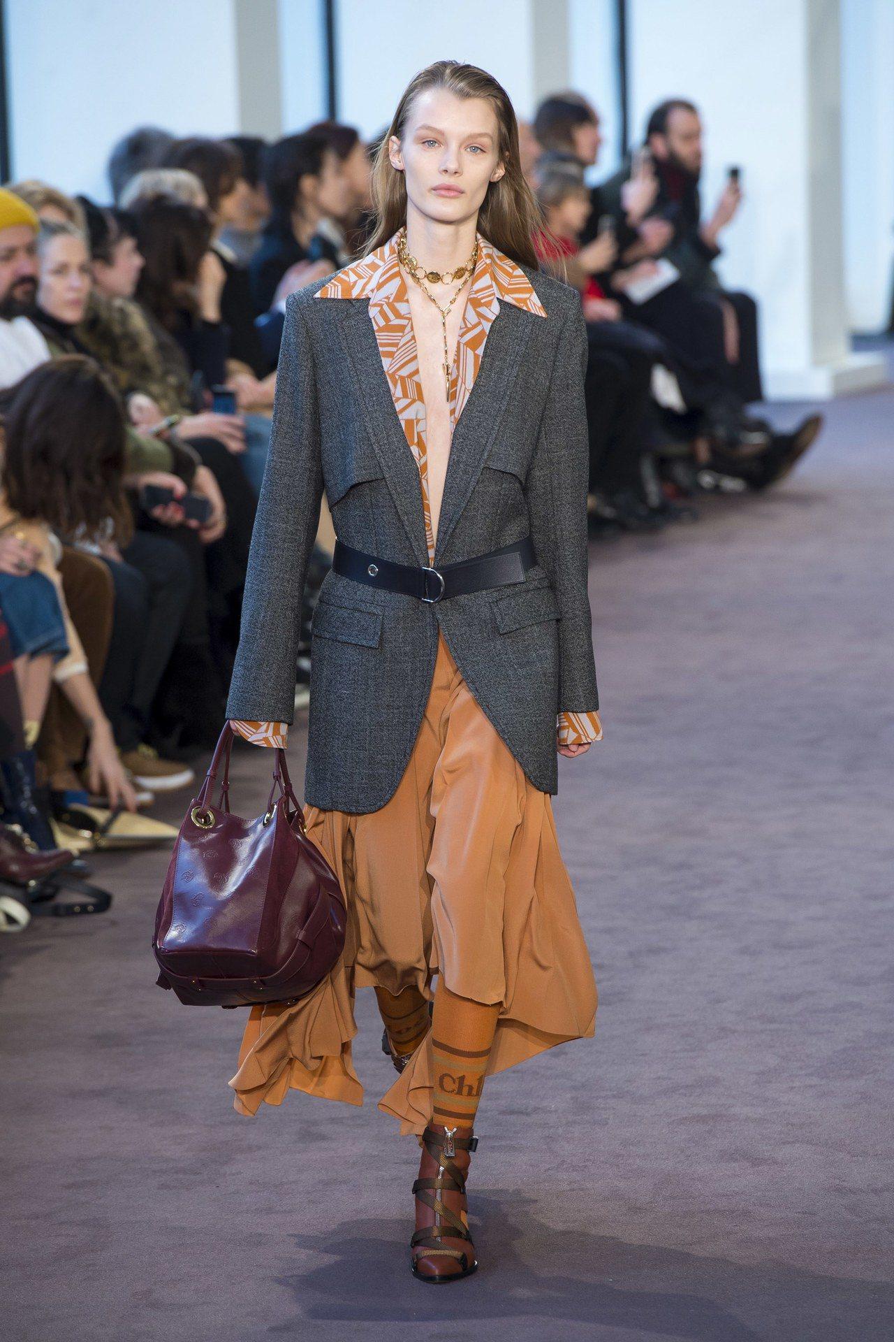 Chloe的2018秋冬女裝展現了相當強烈、強悍的個性。(美聯社)