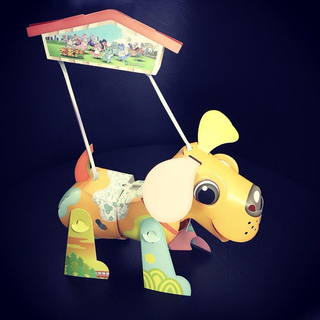 科博館將恐龍家族圖像印製在狗年小提燈上。圖/科博館提供