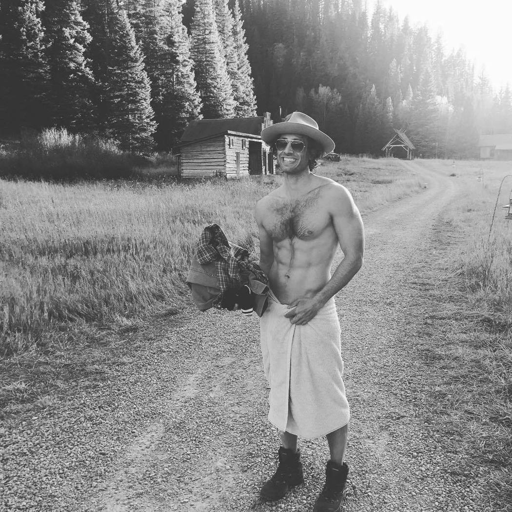 葛妮絲派楚以布萊德法契克的清涼照祝他生日快樂。圖/摘自Instagram