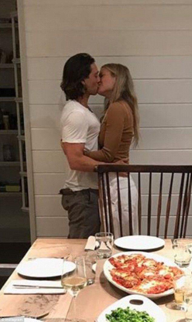 布萊德法契克與葛妮絲派楚常在社群網站上曬恩愛。圖/摘自Instagram