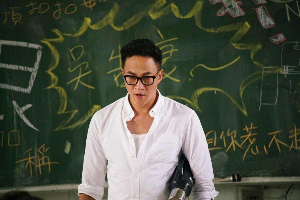 何潤東一改暖男形象,「翻牆的記憶」戲中化身充滿謎樣背景的俗辣高中老師。圖/TVB...