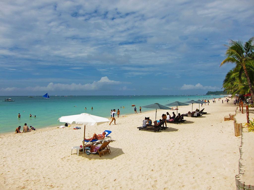 第二名是菲律賓長灘島的「白沙灘」。圖/TripAdvisor提供