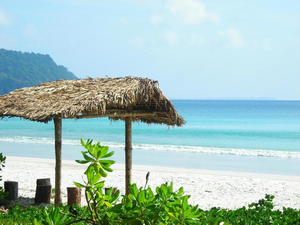 第四名是印度哈夫洛克島的「Radhanagar Beach」。圖/TripAdv...