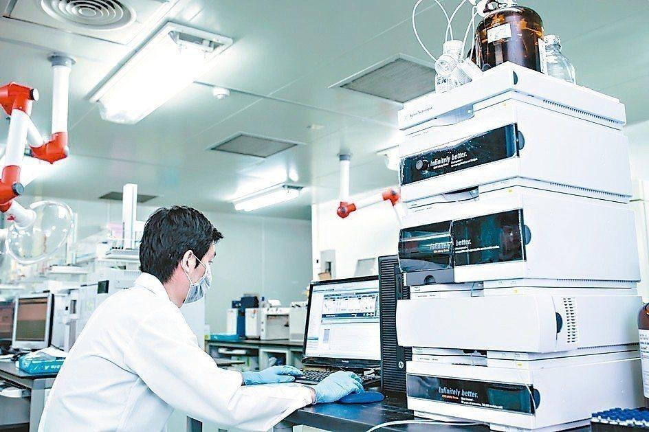 正修科大超微量科技研究中心,今年將全面升級為「環境毒物與新興汙染物研究中心」。 ...
