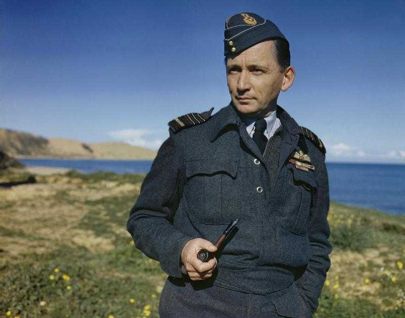 英國皇家空軍比美軍更早使用短版夾克。 圖/英國政府檔案照