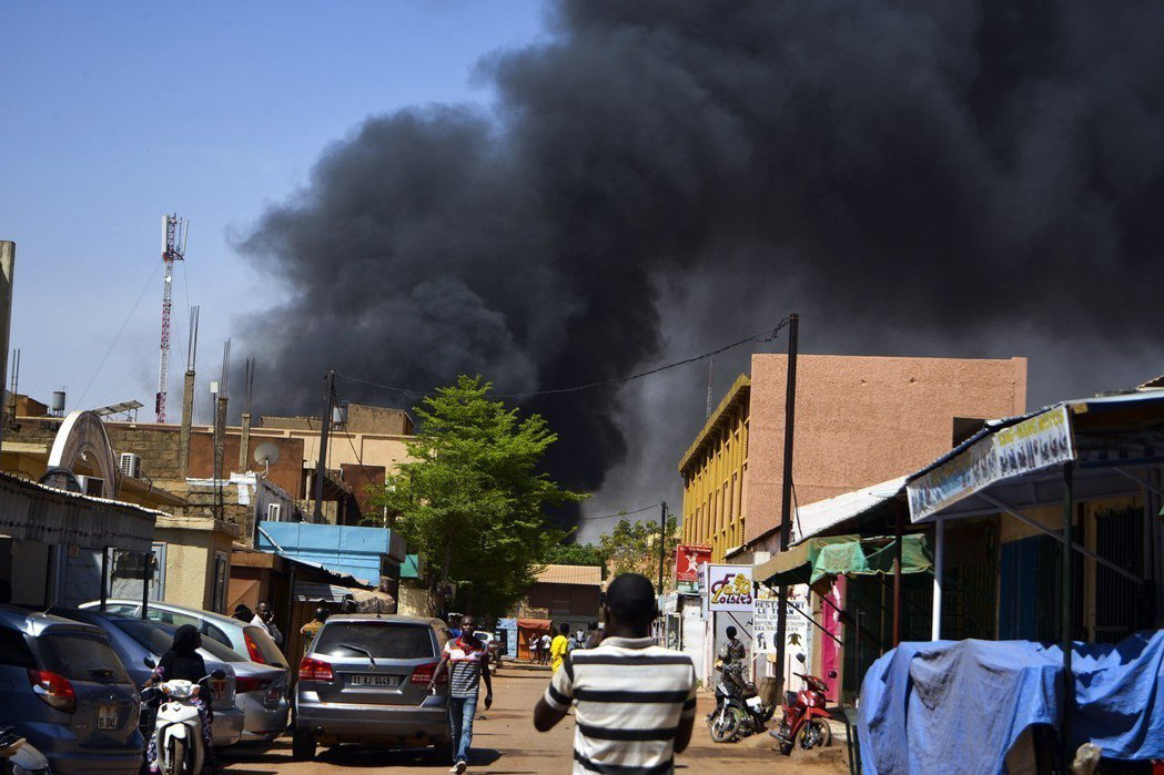 布吉納法索首都遭武裝攻擊28死50傷 歐新社
