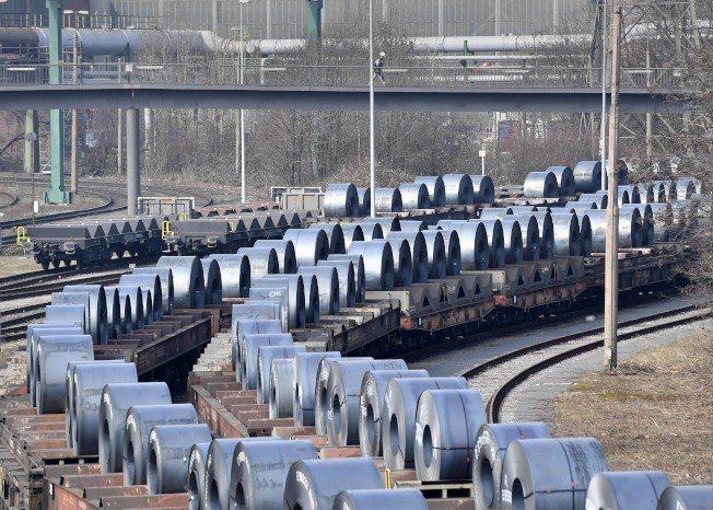 國際貨幣基金(IMF)今天警告,總統川普宣布對進口鋼鋁課重稅,將對美國和全球經濟...