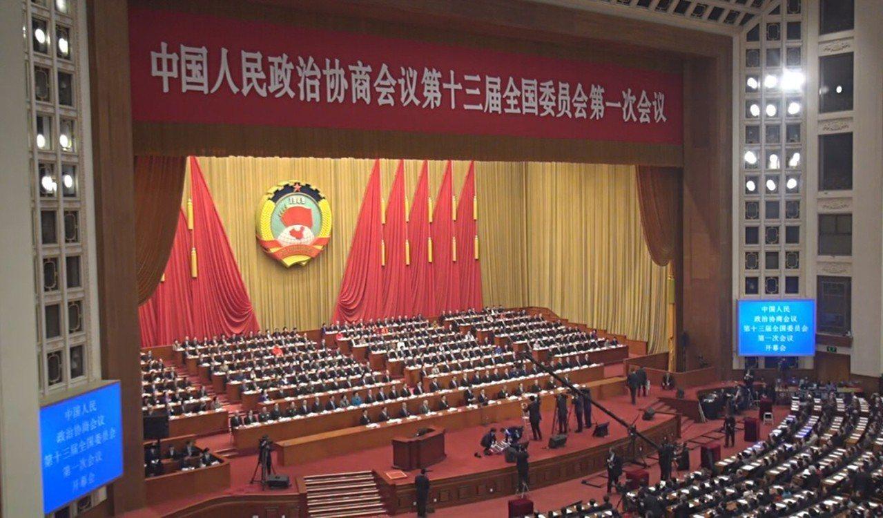 中國全國政協第13屆第一次會議3日下午在人民大會堂開幕,一年一度的中國全國「兩會...