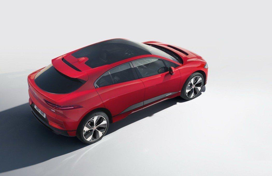 採用全景天窗玻璃的車頂。 摘自Jaguar