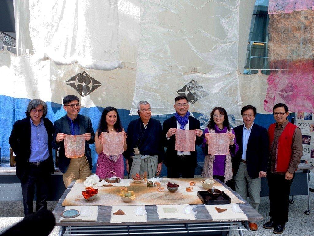 「絲法自然 天地有我─京都天染織品環境裝置藝術展」昨天在宜蘭縣立蘭陽博物館開幕。...