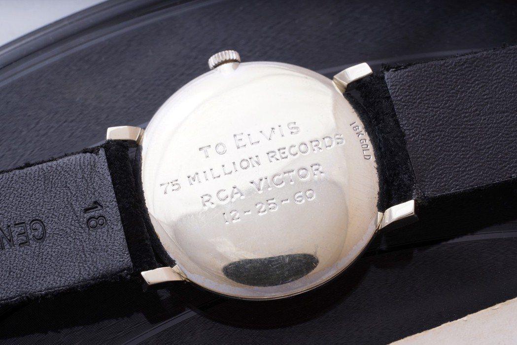 貓王Elvis Presley所藏的歐米茄18k白金鑲鑽腕表,底蓋鐫刻有字樣紀念