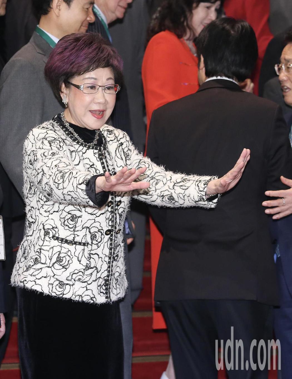 前副總統呂秀蓮(左)上午出席東亞和平論壇, 她表示未來這三年將是台灣前途的關鍵年...