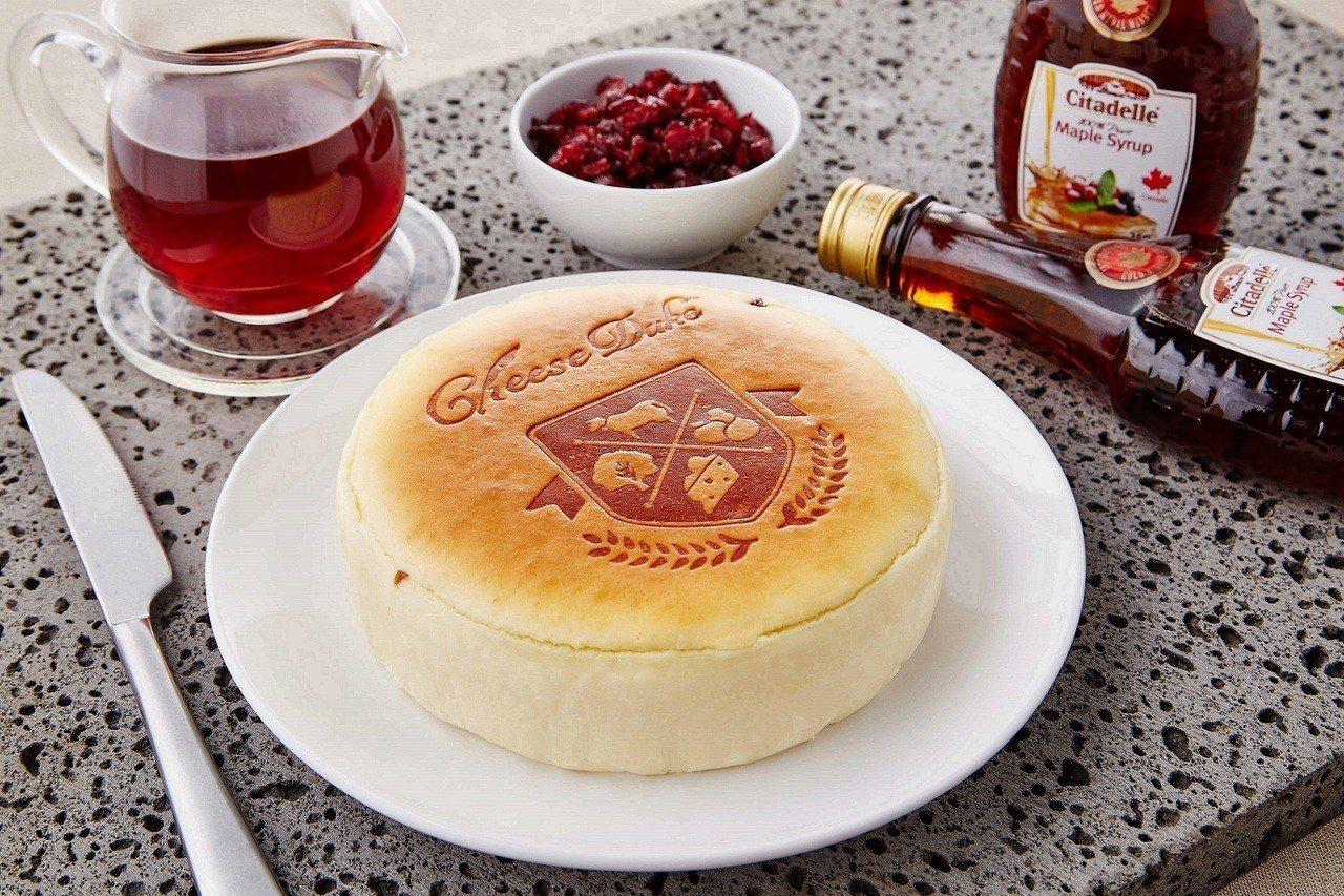 起士公爵楓糖蔓越莓乳酪蛋糕,售價499元。圖/萊爾富提供
