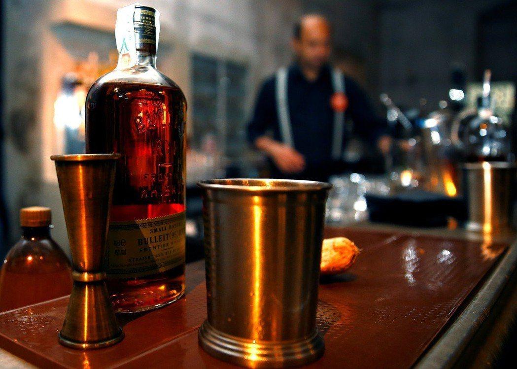 針對美國將祭出高關稅,歐盟準備報復,鎖定波本威士忌等美國品牌。 路透