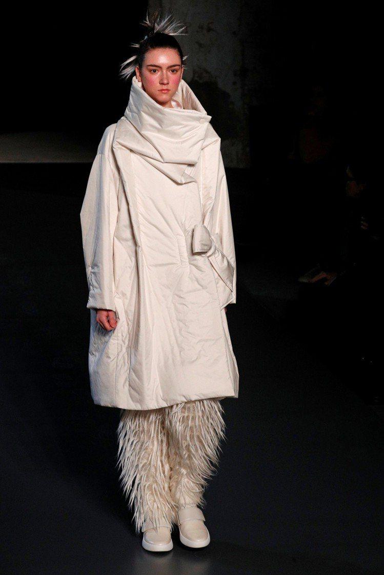 Issey Miyake本季欲透過服飾展現「靜的力量」。(路透)