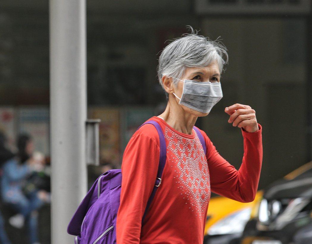 據環保署預估,北部空品區因風速偏弱,大氣擴散條件不佳,汙染物持續累積為「紅色警示...