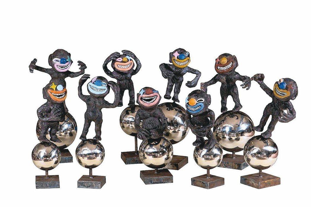 陶藝家連寶猜與其創作,上圖為作品《笑星撞地球》。 史博館/提供