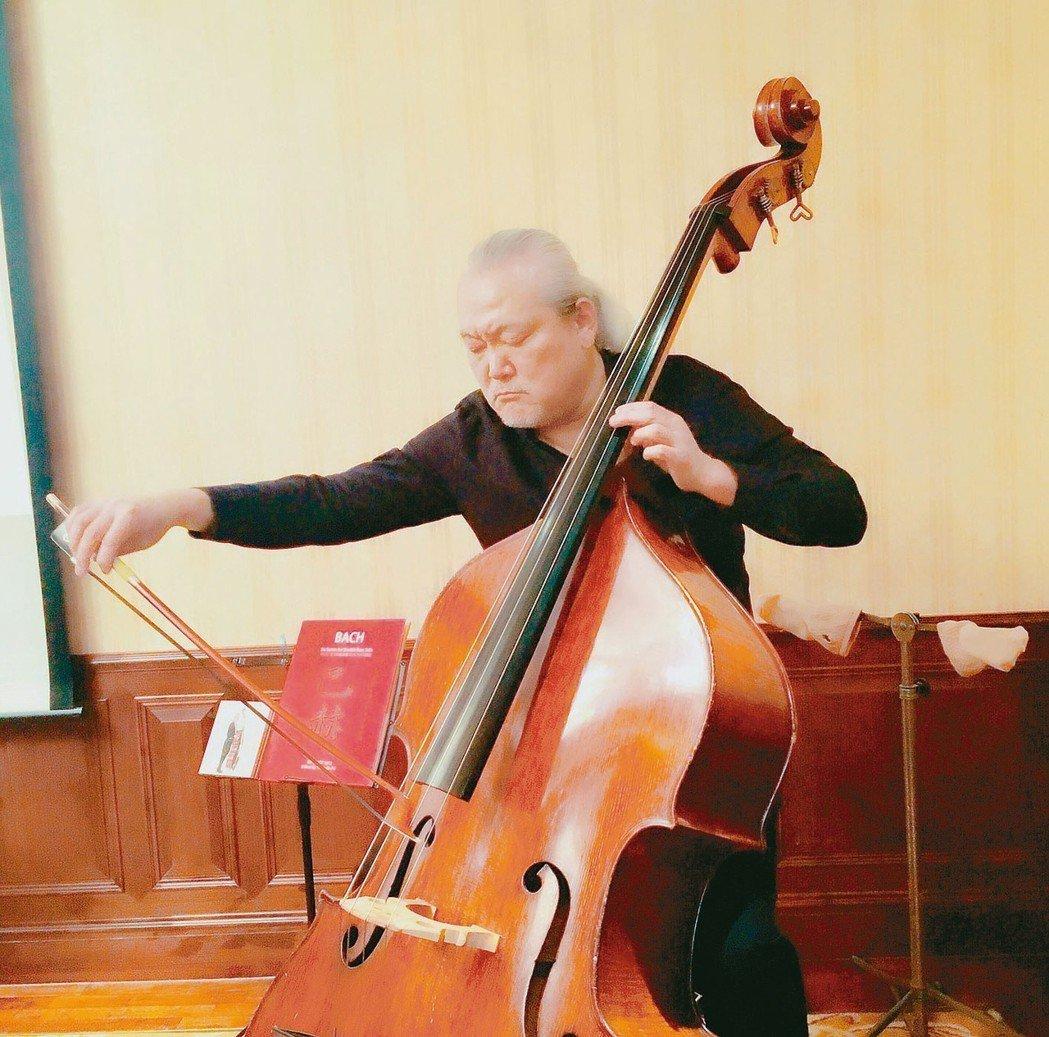 低音提琴家傅永和推出創紀錄的巴赫無伴奏大提琴組曲低音提琴版。 記者何定照/攝影