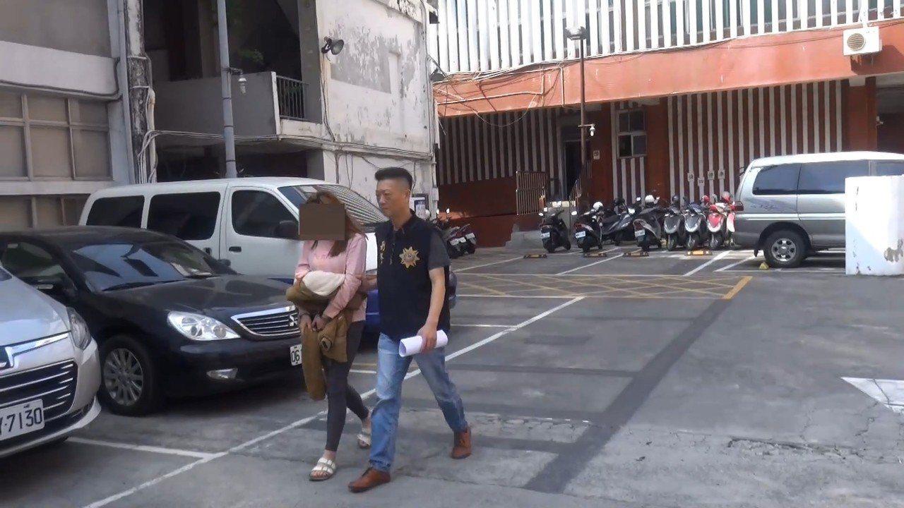 劉姓男子的洪姓女友(左)。記者林伯驊/翻攝