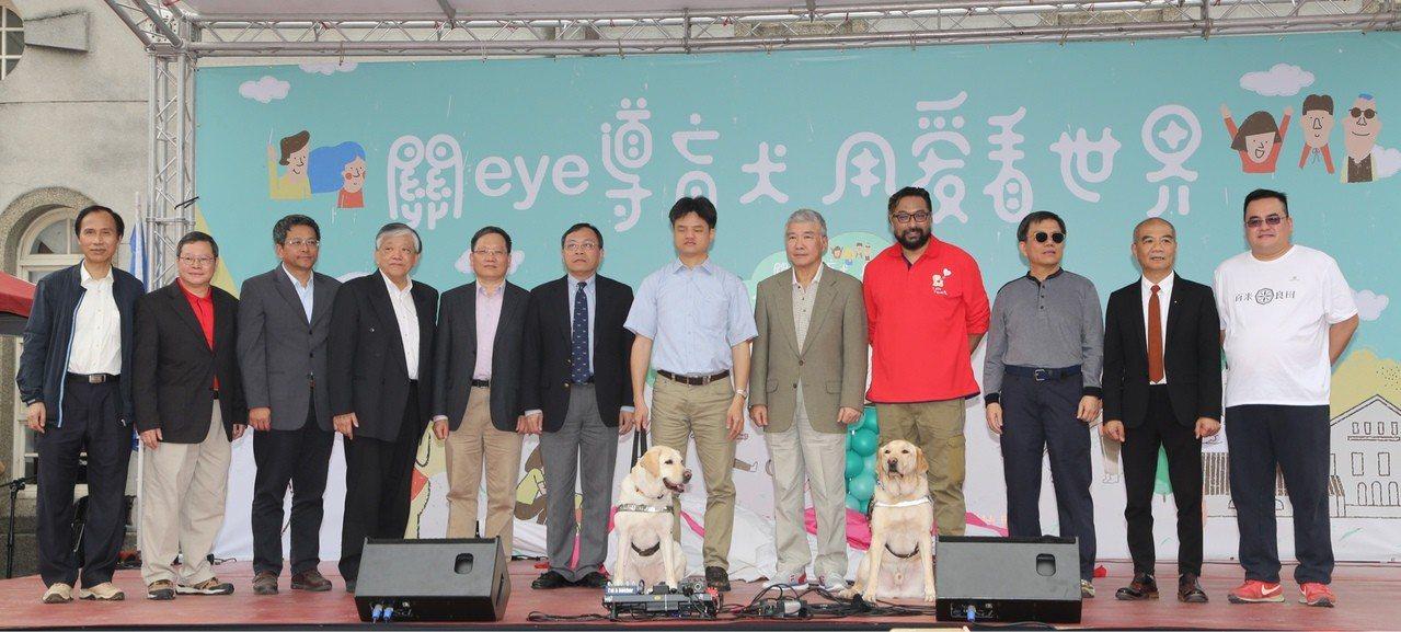 台銀舉辦「關eye導盲犬,用愛看世界」公益活動,狗年獻愛心。照片/台銀提供