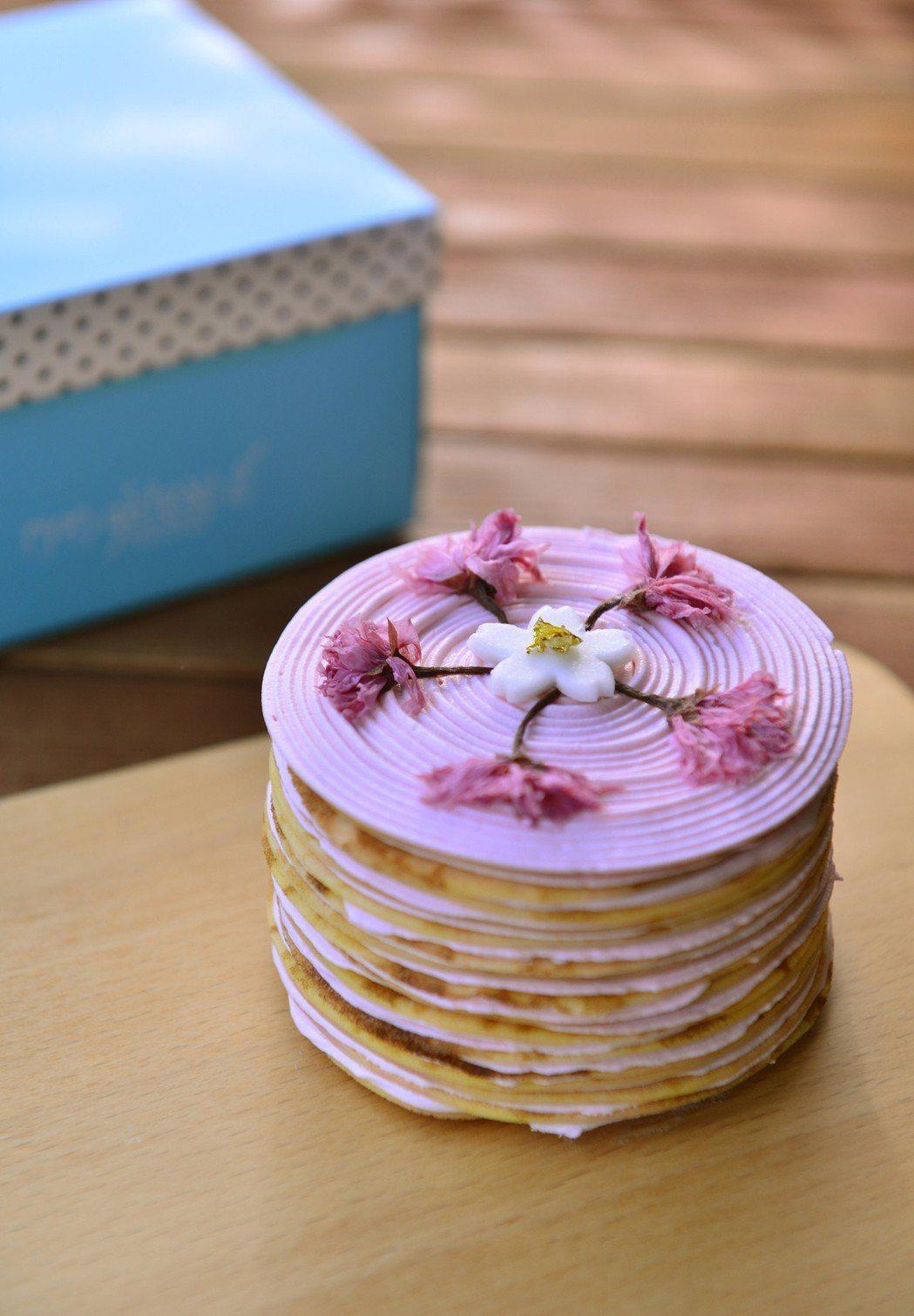 法式櫻花千層派,售價299元。圖/夢卡朵蛋糕提供