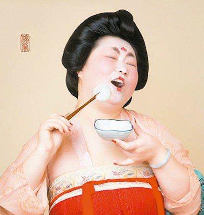 今年元宵節,一組「唐朝仕女」吃湯圓的圖片突然在大陸微博以及微信朋友圈中暴紅,連官...